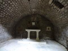Couvent des Cordeliers (restes de l'ancien) -  Autel à colonnes.