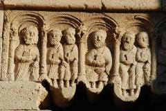 Prieuré - Ganagobie - portail festonné brisé: détail du linteau