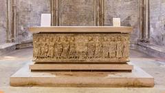 Eglise Notre-Dame-de-Romigier - Français:   Église Notre Dame de Romigier, Manosque - sarcophage