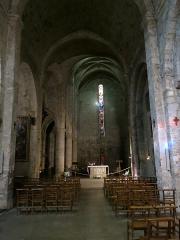 Eglise - Français:   Intérieur de l\'église de Moustiers-Sainte-Marie