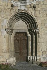 Eglise - Deutsch: Seyne: Portal der Kirche N.D. de Nazareth