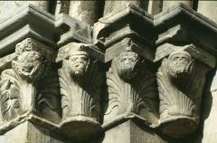 Eglise - Deutsch: Portaldetail von N.D. de Nazareth in Seyne