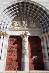 Ancienne cathédrale Notre-Dame - Porte principale de Notre-Dame-des-Pommiers à Sisteron, Alpes de Haute Provence, France