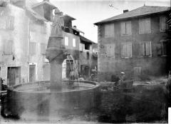 Fontaine sur la place -