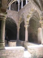 Château fort ou ancien monastère de Lérins - Deutsch: Kreuzgang in der Fluchtburg des Kloster St.Honorat