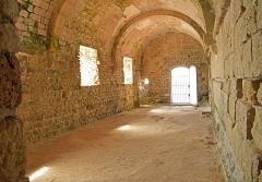 Château fort ou ancien monastère de Lérins - Norsk bokmål: Room in the Monastère fortifié de l'abbaye de Lérins