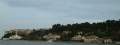 Fort, actuellement Musée de la Mer -  Photo of the Ile Sainte-Marguerite: view of the north of the island, including Sainte-Marguerite village and the Fort Royal. Author: Vjam.  en:Category:Lérins Islands