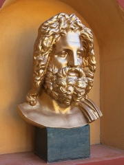 Domaine des Colombières - English: Bust of Zeus of the villa of the domaine des Colombières (Alpes-Maritimes, France).