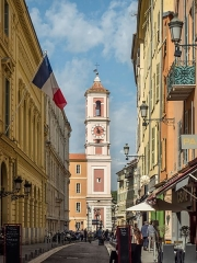 Caserne Rusca - English: View along Carriera Dou Gouvernou towards the clock tower of Nice