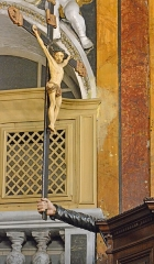 Eglise Saint-Jacques-le-Majeur dite du Gésu - Français:   Sur le côté de la chair un curieux bras sculpté tien un crucifix; Intérieur de l'Église Saint-Jacques-le-Majeur_Nice (Rue Droite dans le Vieux-Nice, Alpes-Maritimes, Sud de la France).