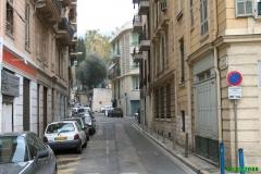 Fort du Mont-Alban -  Nice - Quartiers de Nice Nice - Quartier de Riquier    Rue du Mont Alban. Il s'agit de l'ancien chemin qui permettait de relier Nice à Villefranche sur Mer (le port militaire de Nice au temps des ducs de Savoie). La nouvelle route débute quelques mètres à droite et coupe cette rue au fond.