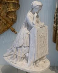 Musée Masséna - Nice (Alpes-Maritimes, France), sur la promenade des Anglais, la Villa (palais plutôt) Masséna, siège du musée du même nom. L'Impératrice Eugénie en prière. Souvenir de Notre-Dame, plâtre, par Marie-Louise Lefèvre-Deumier en 1853.