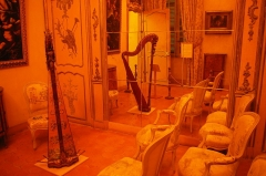 Palais Lascaris - English: A room with a harp in the palais Lascaris in Nice, France.