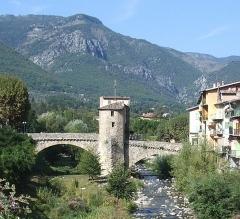 Vieux pont et tour qui le surmonte -  Vieux pont de Sospel