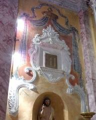 Eglise - Français:   La Turbie (Alpes-Maritimes, France), église St Michel-Archange, intérieur; chapelle des Âmes du Purgatoire (première à droite en entrant), sur sa paroi gauche, surmontant les fonts baptismaux un tabernacle-sacrarium de 1542 provenant très probablement de l\'église antérieure.