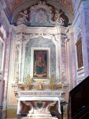 Eglise - Français:   La Turbie (Alpes-Maritimes, France), église St Michel-Archange, intérieur; chapelle Vierge-de-Miséricorde (troisième à droite en entrant), retable et toile d\'une Vierge à l\'Enfant dite Vierge de Miséricorde.