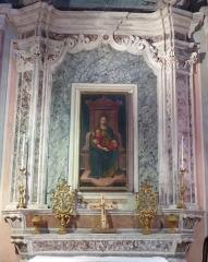 Eglise - Français:   La Turbie (Alpes-Maritimes, France), église St Michel-Archange, intérieur; chapelle de la Vierge de Miséricorde (troisième à droite en entrant), retable avec deux pyramides (petits candélabres) et toile Vierge de Miséricorde.