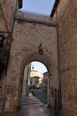 Remparts (vestiges des anciens) -  Remparts de Vence (Alpes-Maritimes) - Porte d'Orient