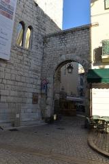 Remparts (vestiges des anciens) -  Remparts de Vence (Alpes-Maritimes) - Porte du Peyra