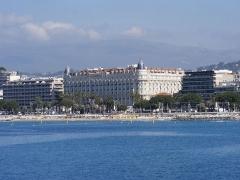 Hôtel Carlton -  Cannes Francja widok hotelu Carlton  z nowego portu
