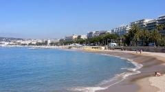 Hôtel Carlton -  Cannes Francja widok plaż i  bulwaru  La Croisette Cannes ( widok od strony nowego portu).