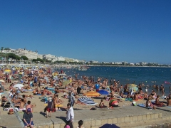 Hôtel Carlton - English: Sight of city of Cannes beach during summer, in Alpes-Maritimes, France.