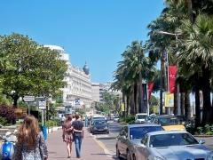 Hôtel Carlton - English: Boulevard de la Croisette in Cannes, France.
