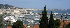 Hôtel Carlton - Français:   Cannes, France. Le Vieux-Port , le palais des Festivals et des Congrès et au fond la Croisette et les hauteurs du quartier de la Californie