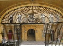 Hôtel de ville - Deutsch: Aix-en-Provence: Gittertor am Rathaus