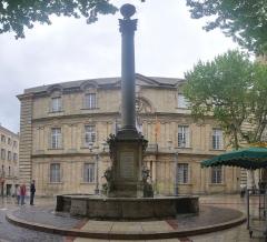 Hôtel de ville - English:  Fountain of l'Hôtel de Ville (town hall), located Rue Vauvenargues in Aix-en-Provence in France.