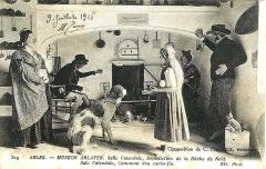 Ancien collège des Jésuites et ancien hôtel de Laval-Castellane, actuellement musée d'art chrétien et Museon Arlaten - English: Postcard 1916 Cacho-fio