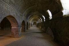 Forum - Deutsch: Kryptoportikus des römischen Forums in Arles, Südflügel nach Westen gesehen