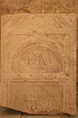 Abbaye Saint-Victor -  Dalle funéraire avec épitaphe païenne dans les cryptes de l'abbaye de Saint-Victor à Marseille.