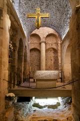 Abbaye Saint-Victor - Deutsch: Abtei Saint-Victor in Marseille, Martyrium (Kapelle Notre Dame de Confession) in der Krypta nach hinten gesehen, dahinter das Atrium