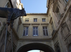 Hôtel de ville -  Hôtel de Ville   Quai du Port City Hall. Sculptors François and Mathieu Pourtal (or Portal), Martinet, Levaquery and Martin Grosfils worked at the façade ornaments. Arch. Jean-Baptiste Méolans and engineer Enéas Bilondelle, Gaspard Puget.  1653-73.