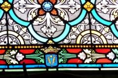 Eglise collégiale Notre-Dame dite aussi collégiale Saint-Marcel - Deutsch: Katholische Pfarrkirche Notre-Dame-de-l'Assomption in Barjols, einer Gemeinde im Département Var in der französischen Region Provence-Alpes-Côte d'Azur, Bleiglasfenster, Darstellung: Wappen