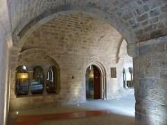 Abbaye - English: Cloister of Abbaye de La Celle