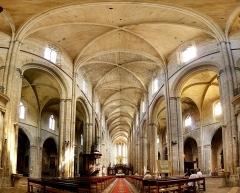 Basilique Sainte-Marie-Madeleine - Deutsch:  Das Innere der Basilika von St Maximim la Sainte Baume, Frankreich