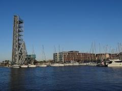Pont-levant - Català: Port de La Seyne-sur-Mer. Pont llevadís i Hôtel Kyriad Prestige.