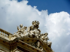 Théâtre-Opéra - English: A close up picture of the intricate artwork on top of the Toulon Opera building.