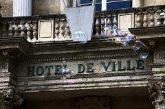 Hôtel de ville -  Avignon. Sur la place de l'Horloge.
