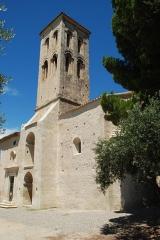 Chapelle de Notre-Dame-d'Aubune - Français:   France - Vaucluse - Beaumes-de-Venise - Notre-Dame d\'Aubune (art roman provençal): le clocher carré