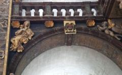 Eglise paroissiale Notre-Dame-des-Anges - Français:   Collégiale Notre-Dame des anges- Sculptures de Jean Péru (1650-1723) représentant des figures allégoriques: à gauche l\'humilité.