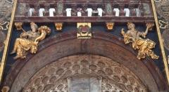 Eglise paroissiale Notre-Dame-des-Anges - Français:   Collégiale Notre-Dame des anges- Sculptures de Jean Péru (1650-1723) représentant des figures allégoriques: à gauche la libéralité et à droite la miséricorde ou la joie