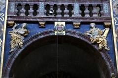 Eglise paroissiale Notre-Dame-des-Anges - Français:   Collégiale Notre-Dame des anges- Sculptures de Jean Péru (1650-1723) représentant des figures allégoriques: à droite la paix et à gauche la tempérance.