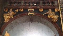 Eglise paroissiale Notre-Dame-des-Anges - Français:   Collégiale Notre-Dame des anges- Sculptures de Jean Péru (1650-1723) représentant des figures allégoriques: à gauche la foi ou sapience divine et à droite l\'amour divin