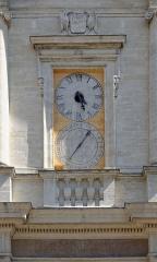 Eglise paroissiale Notre-Dame-des-Anges - Français:   Horloge de l\'église Notre-Dame-des-Anges, L\'Isle-sur-la-Sorgue. (Vaucluse, France).