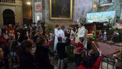 Eglise Notre-Dame-de-Nazareth (ancienne cathédrale) - Français:   Bénédicion de la crèche à la Messe de minuit d\'Orange