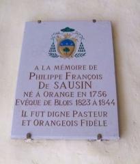 Eglise Notre-Dame-de-Nazareth (ancienne cathédrale) - Plaque en l'hommage de Philippe François de Sausin, né en 1756 à Orange (Vaucluse), évêque de Blois de 1823 à 1844.