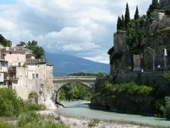Pont romain - Deutsch:   Die Römerbrücke in Vaison-la-Romaine, Département Vaucluse, Provence (Frankreich)